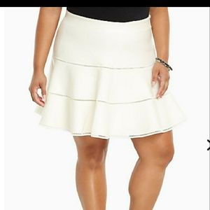 Knit white skirt